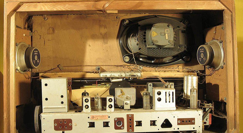 Symbolbild: Mein altes Röhrenradio - noch reparaturfreundlich geplant und gebaut Foto:SR