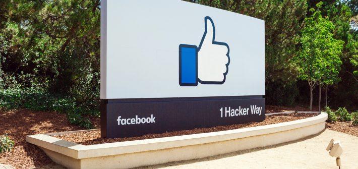 Facebook-Schild vor der Firmenzentrale in Menlo Park. Quelle: Facebook