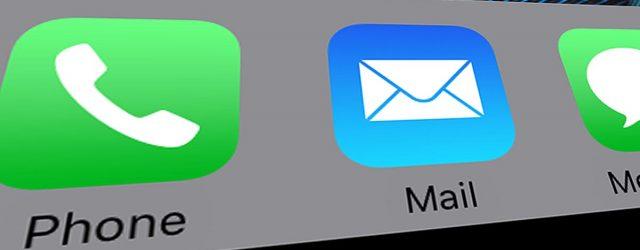 Screenshot des iPhone Startbildschirms mit dem Logo der Mail-App.